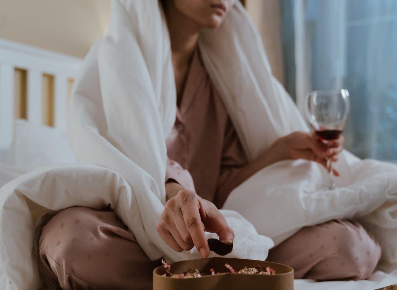 Symbolbild: Alpha-Trinker greift bei Liebeskummer zu Alkohol